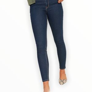 OLD NAVY Womans Curvy Mid-Rise. Dark Wash Jeans